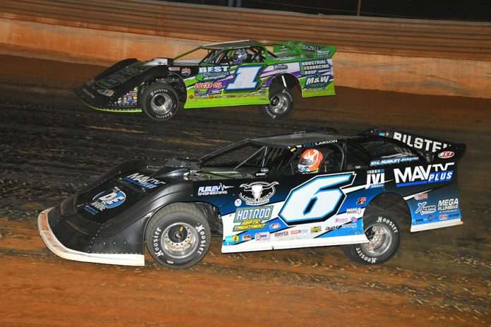 Kyle Larson (6) races under Tyler Erb during the Lil' Bill Corum Memorial Saturday at Tazewell Speedway. (Michael Moats Photo)