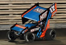 Sheldon Haudenschild en route to victory at Knoxville Raceway. (Ken Simon photo)