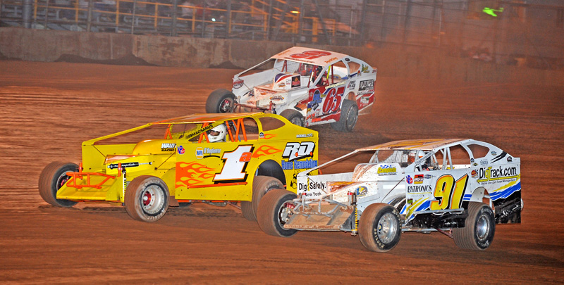 FIGHT TO THE FINISH: Brian Weaver (1a), Chad Homan (91) and Rex King head for the white flag in the BRP modified feature during Saturday's Round-Up Steel City Stampede at Lernerville Speedway in Sarver, Pa. (Joe Secka/JMS Pro Photo)