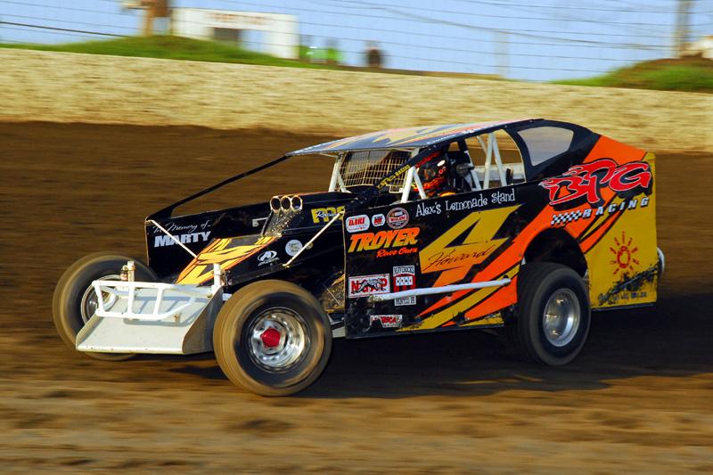Duane Howard wheels his modified around Pennsylvania's Grandview Speedway. (Rich Kepner Photo)