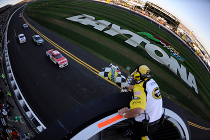 Trevor Bayne (21) leads the way to the checkered flag to win Sunday's Daytona 500. (Chris Graythen/Getty Images Photo)