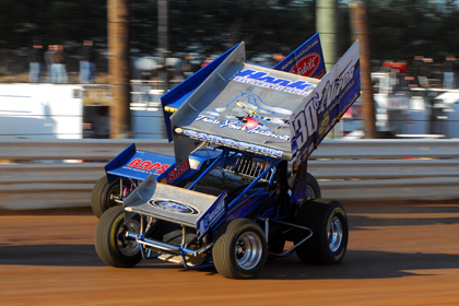 WHEEL TO WHEEL: Lance Dewease (30c) races Tyler Walker for position during Saturday's 410 sprint-car feature at Lincoln Speedway in Abbottstown, Pa. (Rich Kepner Photo)