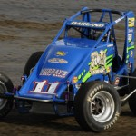 Dave Darland en route to victory at Farmer City (Ill.) Raceway. (Mark Funderburk photo)