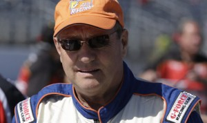 Ken Schrader set a new track record on Saturday at Winchester Speedway. (HHP/Harold Hinson Photo)