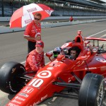 Scott Dixon and Dario Franchitti chat during Thursday's Indianapolis 500 practice. (IndyCar Photo)