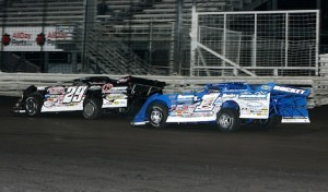 Darrell Lanigan (29) and Josh Richards battle for the lead Saturday night at Knoxville Raceway. (Mike Ruefer photo)