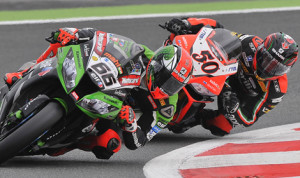 Tom Sykes (66) scored a pair of World Superbike victories in France on Sunday. (World Superbike Photo)