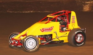 Mike Spencer en route to victory Thursday at Perris Auto Speedway. (Doug Allen photo)