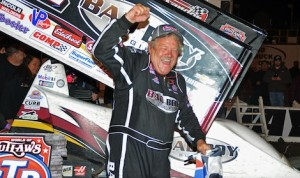 Steve Kinser celebrates in victory lane Sunday night at Volusia Speedway Park. (Chris Seelman photo)