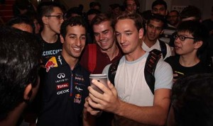Daniel Ricciardo with students at Melbourne's Monash University. (Infiniti photo)