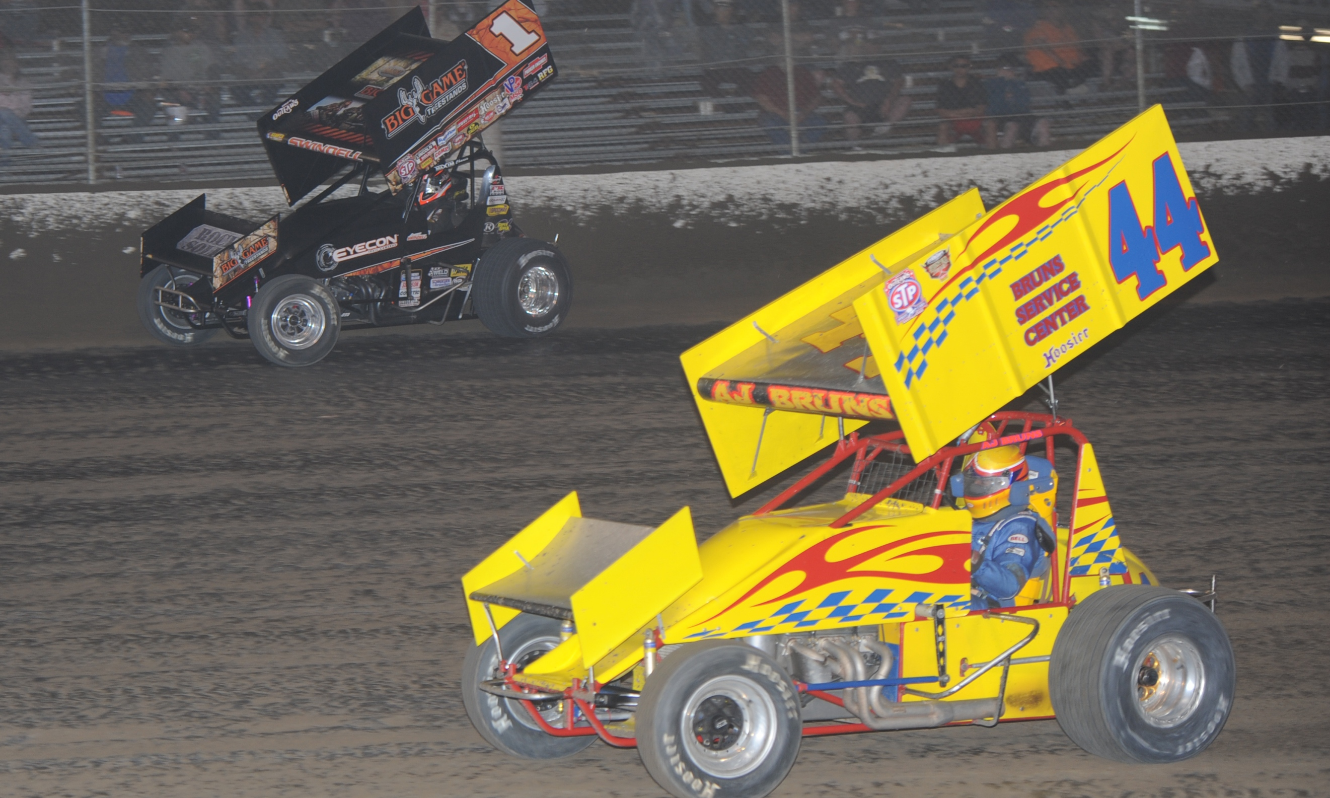 Sammy Swindell takes the high road to lap A.J. Bruns. | SPEED SPORT