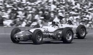 Eddie Sachs battles A.J. Foyt in the 1961 Indy 500. (IndyCar Photo)