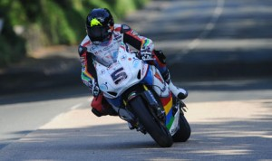 Padgetts Valvoline Honda rider Bruce Anstey on the way to setting the fastest lap of opening qualifying at the 2014 Isle of Man TT. (IOMTT Photo)