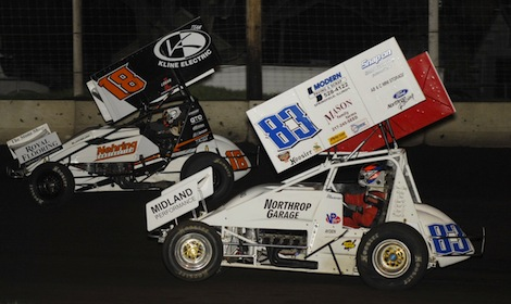 Ian Madsen (18) battles Joey Moughan en route to winning Friday's MOWA sprint car race at Lincoln (Ill.) Speedway. (Mark Funderburk photo)