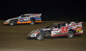 Rodney Sanders (20) battles Zack VanderBeek for the race lead during Thursday's United States Modified Touring Series feature at 81 Speedway in Park City, Kan. (Dusty Wiegert Photo)