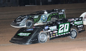 Jimmy Owens (20) and Scott Bloomquist battle for the lead Friday night at Pennsylvania's Lernerville Speedway. (Julia Johnson photo)