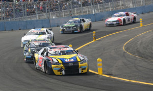 Denis Dupont (32) leads the NASCAR Whelen Euro Series ELITE 2 race Sunday at Tours Speedway in France. (Stephane Azemard Photo)