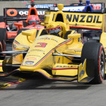 Helio Castroneves leads the Verizon IndyCar Series field at the start of Sunday's race in Houston, Texas. (IndyCar Photo)