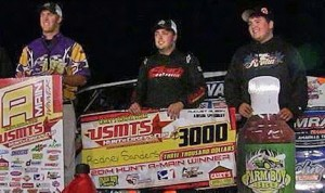Rodney Sanders (center) shares the podium Wednesday night with Johnny Scott and Zack Vander Beek. (USMTS photo)