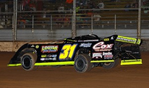 Jason Utter en route to victory Saturday at Plymouth Speedway in Wisconsin. (Mike Ruefer photo)