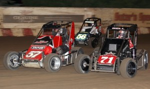 Christopher Bell (71) works traffic en route to winning Sunday's USAC midget feature at Angell Park Speedway. (Jeff Arns photo)