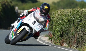 Bruce Anstey on his way to victory in Tuesday's Motorsport Merchandise Formula 1 Classic TT Race on the Isle of Man. (Dave Kneen Photo)