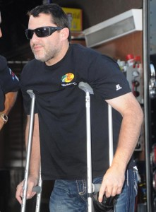 Tony Stewart was on crutches when he visited Fremont (Ohio) Speedway last September a month after his crash at Southern Iowa Speedway. (Frank Smith Photo)