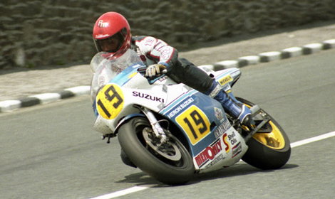 Rob McElnea took two of his three TT wins at TT 1984, winning the Senior on the 500 two-stroke and also the Classic on the 1000cc four stroke. (IOM TT Photo)