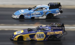 Ron Capps (inside) battles John Force during Sunday's NHRA Mello Yello Drag Racing Series event at Bristol Dragway. (HHP/Garry Eller Photo)