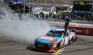Kyle Busch won Saturday's Axalta 200 at the Phoenix Int'l Speedway. (HHP/Andrew Coppley)