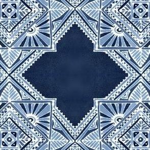 Amuletii Tile large