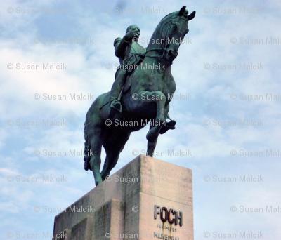 Statue de Foch au centre de la place du Trocadéro à Paris