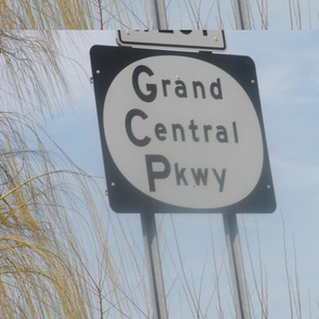 Grand Central Parkway sign