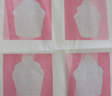 Rrrrcupcake_fabric_3_comment_245257_preview