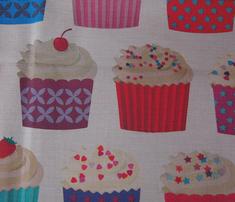 Rrrrrrrpaper_cupcakes_on_cream-01-01_comment_220879_thumb