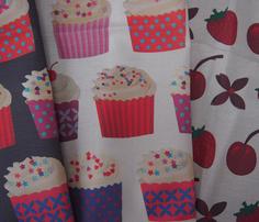 Rrrrrrrpaper_cupcakes_on_cream-01-01_comment_220882_thumb