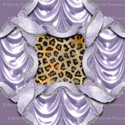 Leopards'n'Lace - Medaillon - Purple