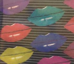 kiss kiss horizontal stripes