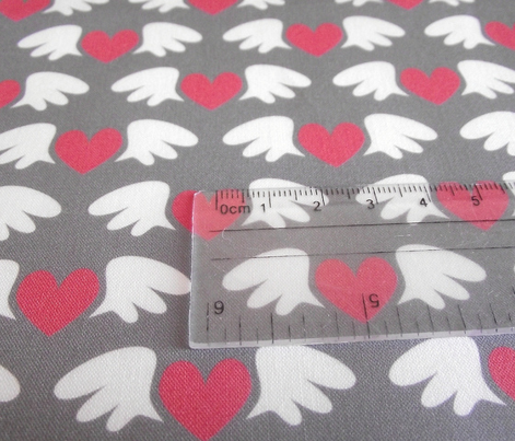Winged hearts (grey)