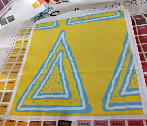 Triangle_turquoise_on_yellow_1313_resized_comment_250901_preview