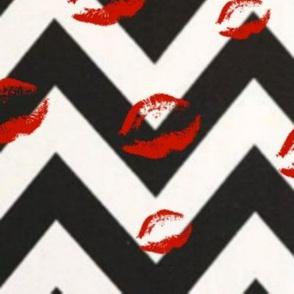 Kissin' Chevron Black and Red