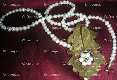 Oak Leaf and Pearls
