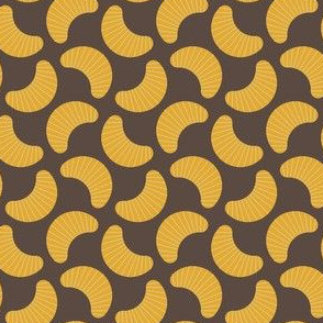 01831909 : orange segments