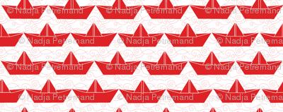 paper_boat_rouge_bord_blanc_M