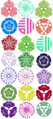 Round Floral Crest Stripes