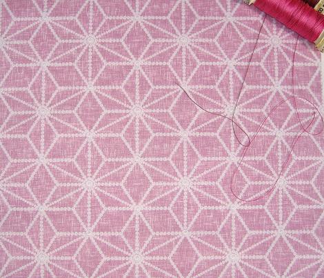 Pearls in a hemp leaf pattern on raspberry by Su_G
