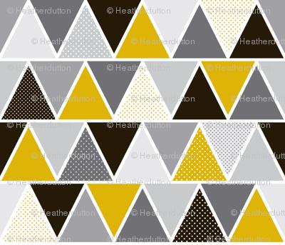 Triangulum - Modern Geometric Goldfinger Black & Gold