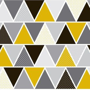 Triangulum - Modern Geometric Goldfinger Black & Gold