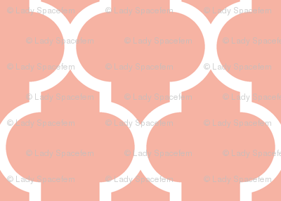 Quatrefoil lattice in pale salmon coral pink