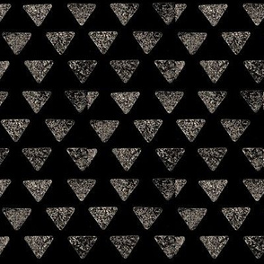 Broken triangel5-black